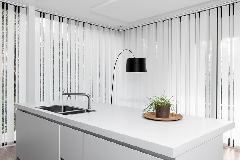 JASNO swings, vertical louver blinds, in the kitchen