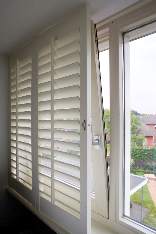 Shutters in front of the tilt and turn window