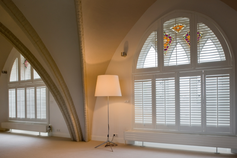 Shutters for a round, arched, oval or angled window