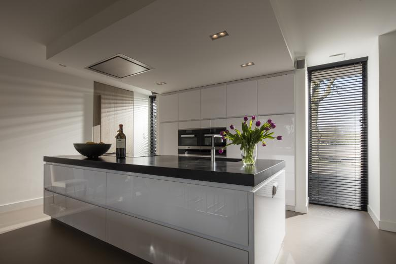 JASNO blinds create a relaxed atmosphere in any kitchen