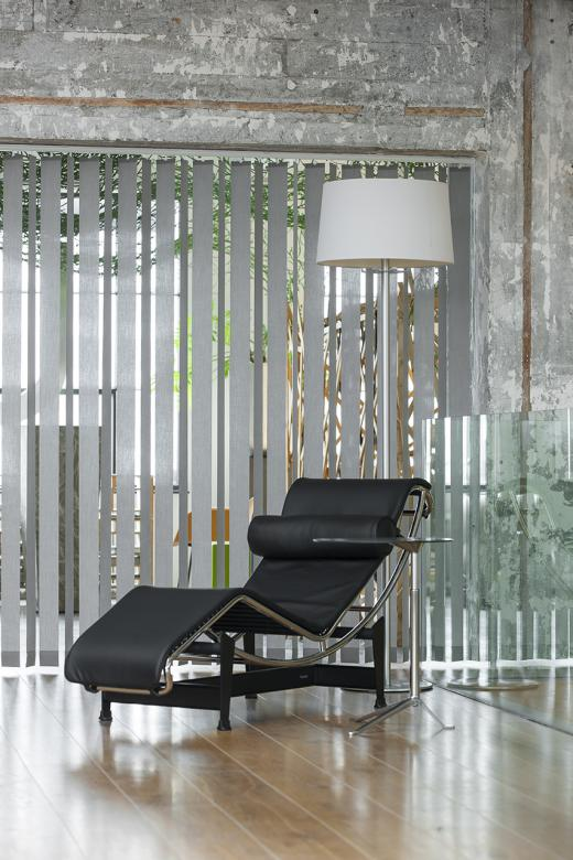 Living room with vertical louver blinds JASNO swings