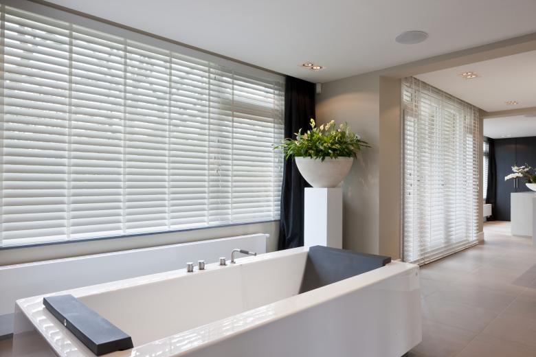 JASNO blinds bathroom white