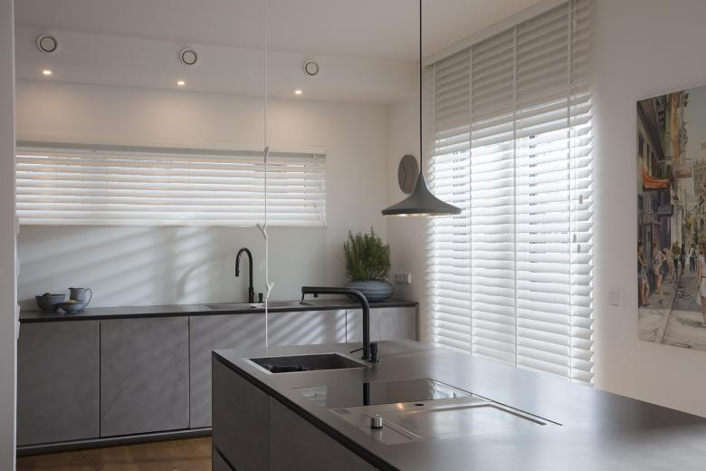 JASNO blinds white in kitchen