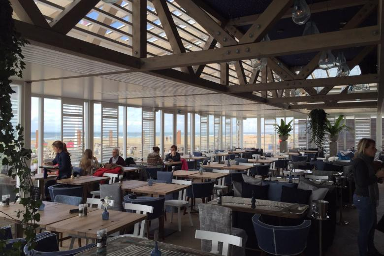 White JASNO shutters in Primewood, with 89 mm louvers beach restaurant de Waterreus
