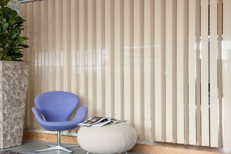 JASNO swings: vertical louver blinds